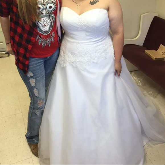 Dresses & Skirts - Wedding dress plus size